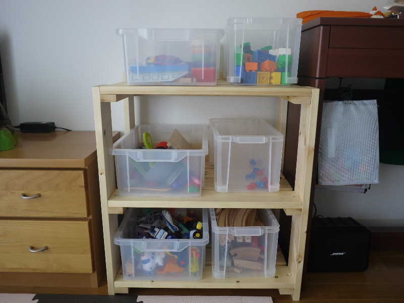 おもちゃ箱を収納する棚